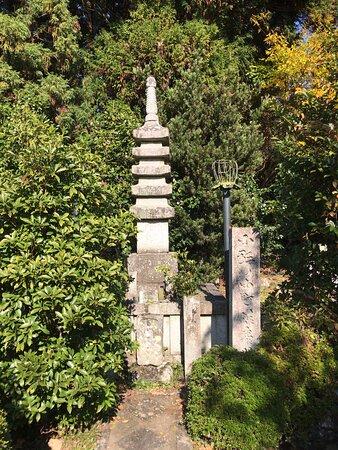 小野小町の供養塔です。