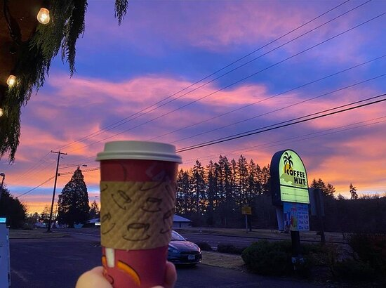 Sweet Home, OR: Early Morning Sunrise @ The Coffee Hut