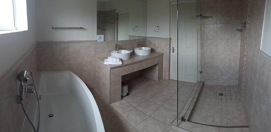 Bathroom for deluxe bedroom