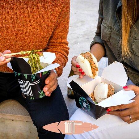 😋 Le abitudini cambiano, le cose buone no! ❓ Pranzo, delivery o take away?  ☀️ Siamo regolarmente aperti a pranzo, anche sabato e domenica con il servizio al tavolo.  🛵🛍️ Delivery e take-away fino a mezzanotte.