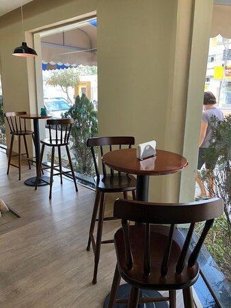 Foto da parte interna da Biscoiteria aréa do café!