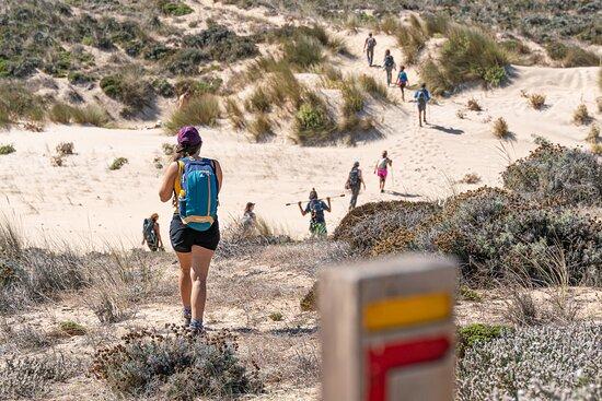 Bordeira, Portugal: Caminhadas longas podem ser um verdadeiro processo meditativo.