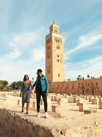 One of my favourite couple Photoshoot in the red city Marrakech. #marrakech#marrakechphotographer#marrakechphotoshoot#marrakechweddingphotographer#chefchaouenphotographer#moroccanphotographer#moroccophotographer