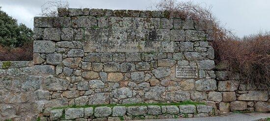 La Venta Juradera, fachada exterior e inscripción