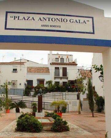Antonio Gala Square, between Calle Guadiana and Calle Montecillo