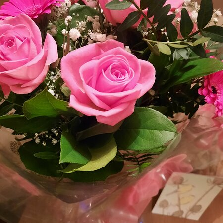 Perth, UK: 🌹💐 The best gifts in life are the ones that come from the heart and take you by surprise! 💐🌹😍🥰😘😊💖 Today I got a big surprise...... Love planted a rose and the world turned sweet..... 🌹🌹🌹🌹🌹