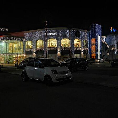 Montesilvano, Ý: Centro commerciale porto allegro