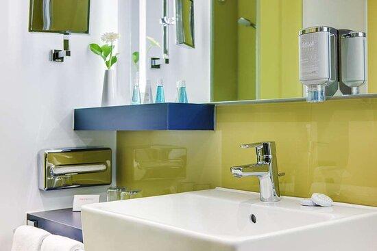 IntercityHotel Enschede, Netherlands, bathroom