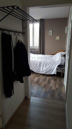 Saint-Just-en-Chevalet, France: Entrée de la chambre