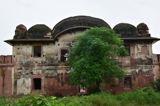 The charbagh side of Sheesh Mahal