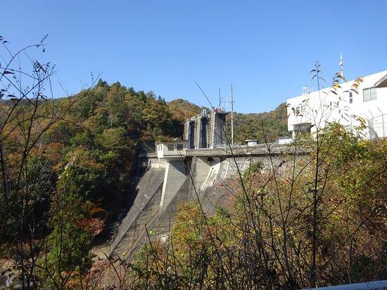 渡之瀬ダムは重力式コンクリートダムというタイプのダムです。