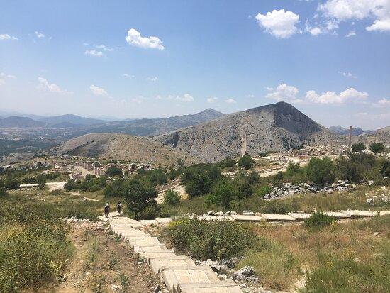 Sagalassos  Antik Kenti oldukça geniş bir alan kaplıyor .....