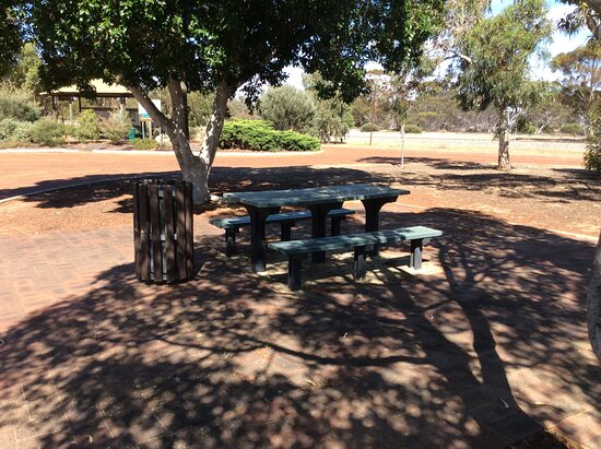 Dowerin, Australia: Picnic table