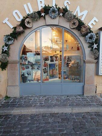 Venez découvrir nos belles vitrines de Noël