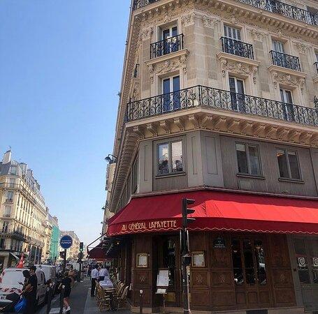 On ne se lassera jamais du charme des vraies brasseries Parisiennes.