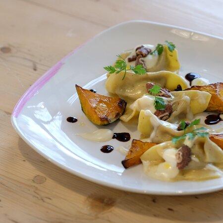 Ogni giorno troverete nel nostro menù una pasta fresca ripiena con verdure bio di stagione.