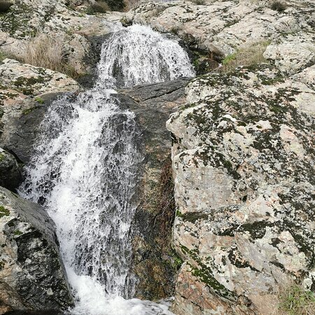 San Lorenzo de El Escorial, Spain: Cascada a la falda de Abantos.