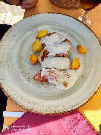 El Coronil, Španielsko: Presa ibérica y Ternera al roquefort