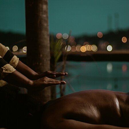 Itacaré, BA:  O primeiro AfroSpa do Brasil está florescendo regado pela sabedoria da nossa ancestralidade e alimentado pela força de nossas raízes. Método Naiara Galvão. Massagem Afro-Tupiniquim. Instagram: @raizafrospa. Contato: +55 73 99963-5472