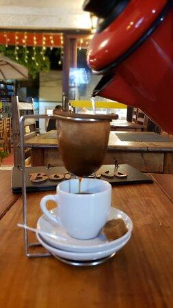 Cafe coado na hora de servir!