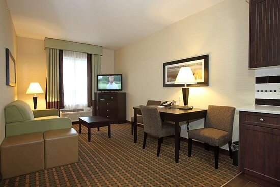 Two Queen Suite with Kitchenette