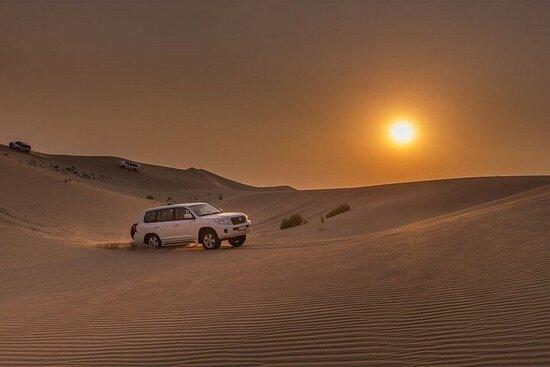 Soloppgang i Dubai-ørkenen