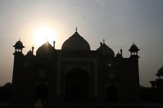Agra Taj Mahal  edifici accanto al mausoleo