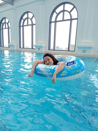 Mình bơi ở hồ bơi tầng 5, chuẩn đẹp, nước mát.