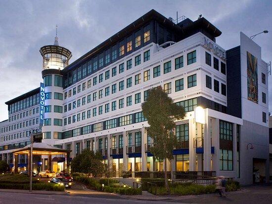 โรงแรมโนโวเทล เกลน เวเวอร์ลีย์