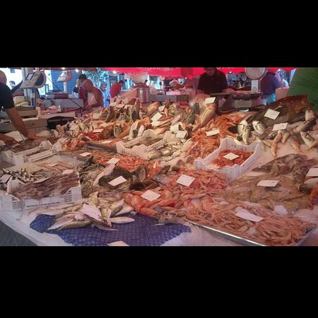Il nostro banco pesce situato nella storica pescheria di Catania perché noi non siamo ristoratori ma pescivendoli