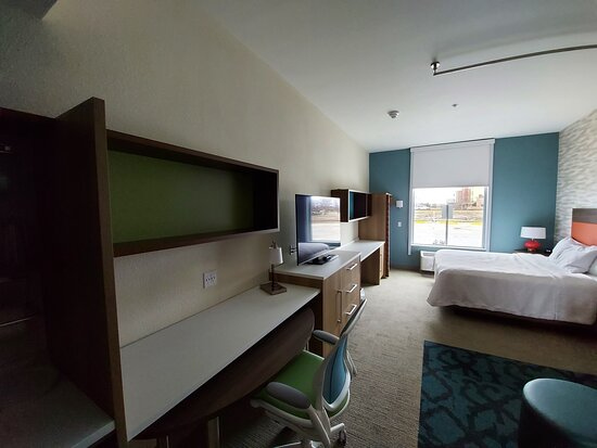Room with plenty of desk area, office chair, pull out desk for dining, etc.?