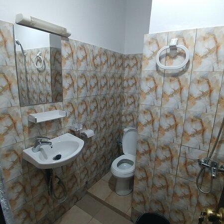 Lome, Togo: Appartement de deux chambres salon situé au niveau de Tokoin hôpital dans un endroit calme et sécurisé.