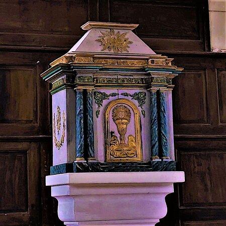 """Cette église était en restauration depuis presque deux ans, elle a retrouvé sa superbe.  L'association """"LES AMIS DU PATRIMOINE LAVOUSIEN"""" a œuvré avec """"LA FONDATION DU PATRIMOINE"""" pour aboutir à ce chantier nécessaire à la préservation de cet édifice. Reconstruite au 19ème siècle, cette église a succédé à d'autres sanctuaires, une église est citée à Lavoux dès le 11ème siècle."""