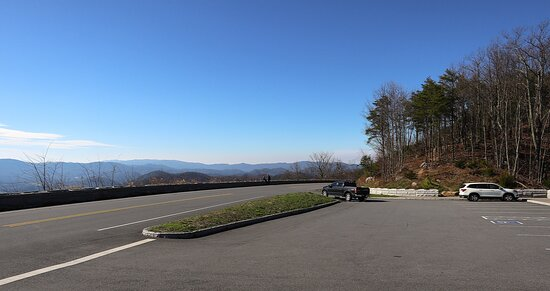 Foothills Parkway, from Walland to Wears Valley - Starting at Walland, and every pull-out heading to the end in Wears Valley with the views and details on the parking areas