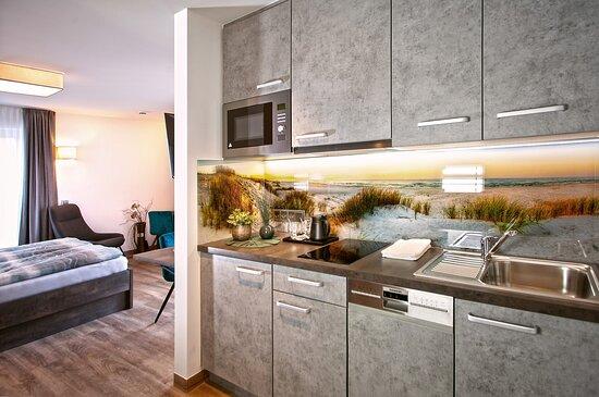 Alle Appartements verfügen über eine voll ausgestattete (Pantry-) Küche inklusive Inventar.