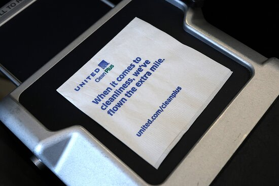United Airlines : December - UA444 Phoenix to Washington/Dulles 737-900ER (#3473) FC Seats 3A & B - New napkins w/ cleanliness message