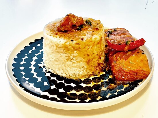 Caramelized salmon fillet with jasmine rice