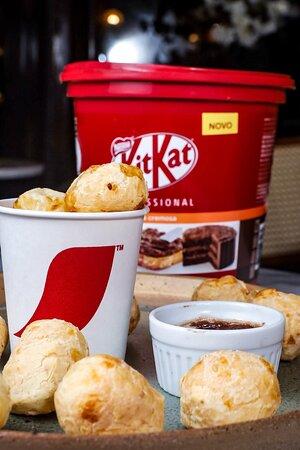 Pão de Queijo com Pasta de Kit Kat