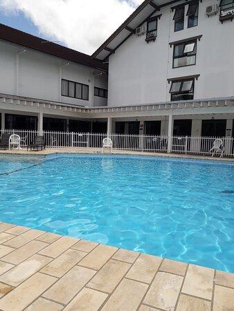 Piscina para todas as idades, com opção de piscina aquecida.