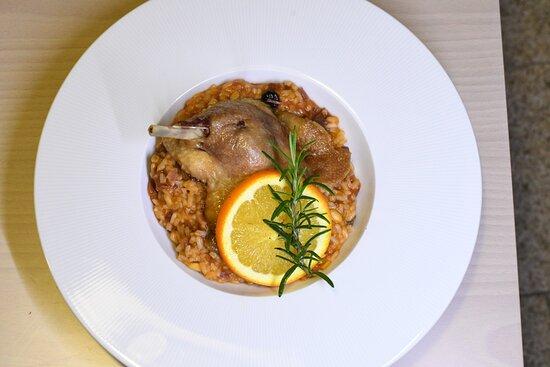 Coxa de Pato Confitada com arroz de Frutos secos e Laranja