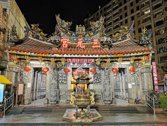 Bade, Taoyuan: The Three Divine Officials, Heaven, Earth, and Water, are worshipped here. The temple architecture itself is worthy of appreciation.