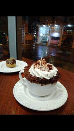 Café com chantilly e Ovomaltine.