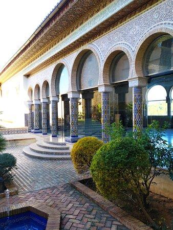 Jardín con entrada a la sala Mudejar