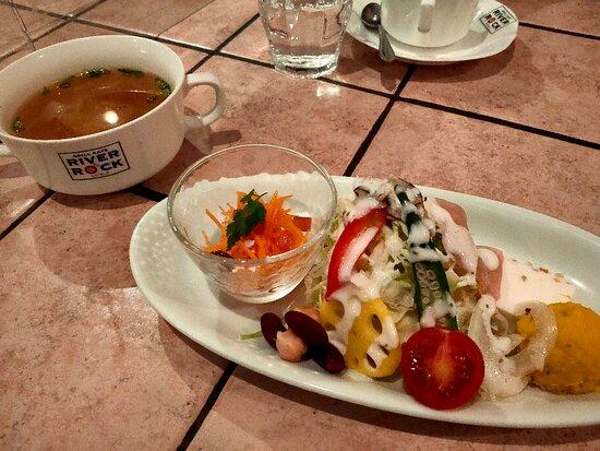 グリルカフェ RIVER ROCK 笹谷店
