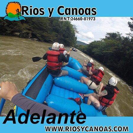 Recorrido de canotaje ó rafting por el río fonce en San Gil, Santander Es un  recorrido de 2 horas, familiar, en el cual encontraran diferentes olas emocionantes y zonas en donde incluso podrán nadar. No necesitas tener experiencia.