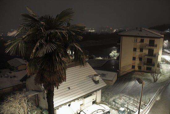 Nevica sul Mendrisiotto, 00.46  del 28 Dicembre 2020.