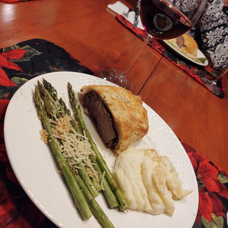 Warners, NY: Beef Wellington with Chantelle potatoes & asparagus