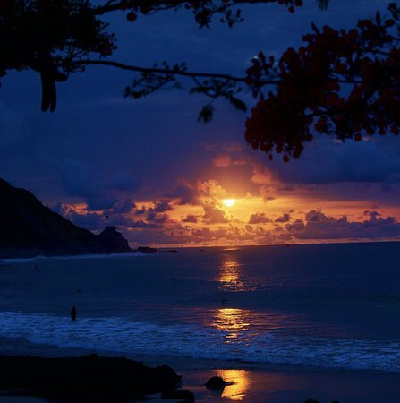 mais 1 dia para agradecer  pôr do sol Praia da Conceição #bardomeionoronha #pordosolbardomeio registro @aramaca #noronhese