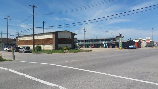 Nanton, קנדה: Front view of the building