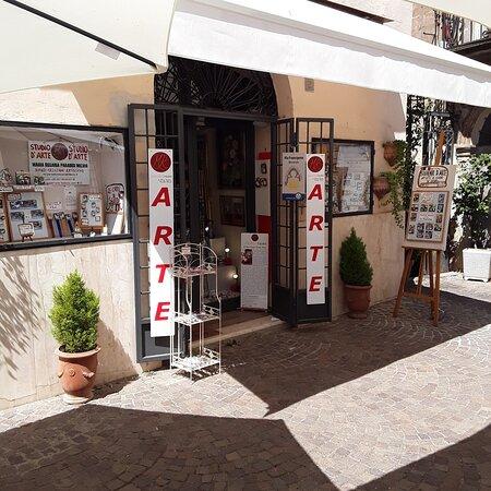 Sutri, Itálie: ARTE di Maria Rosaria Paradisi Miconi
